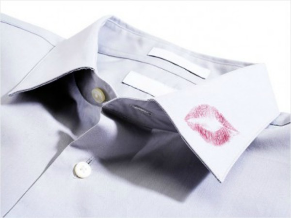 lipstick-on-collar-636