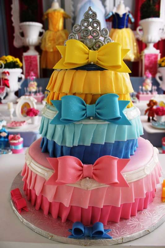 Images For Disney Princess Cake : How to throw an absolutely enchanting party for your ...